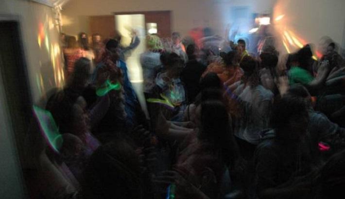 Вистински хаос: полицијата цела вечер прекинувала корона забави