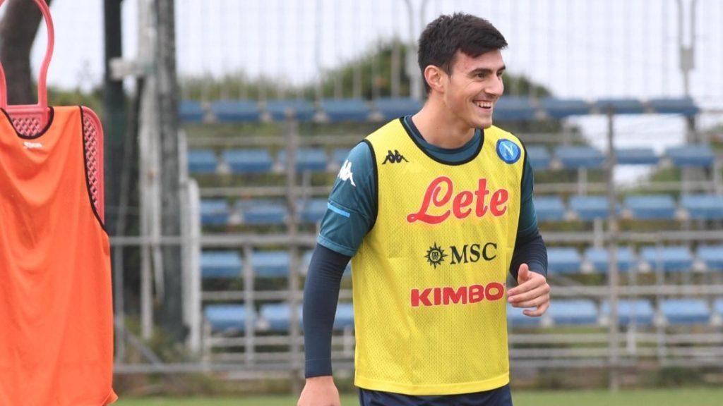 """Елмас насмеан на првиот тренинг на Наполи по """"победата"""" над коронавирусот (ФОТО)"""