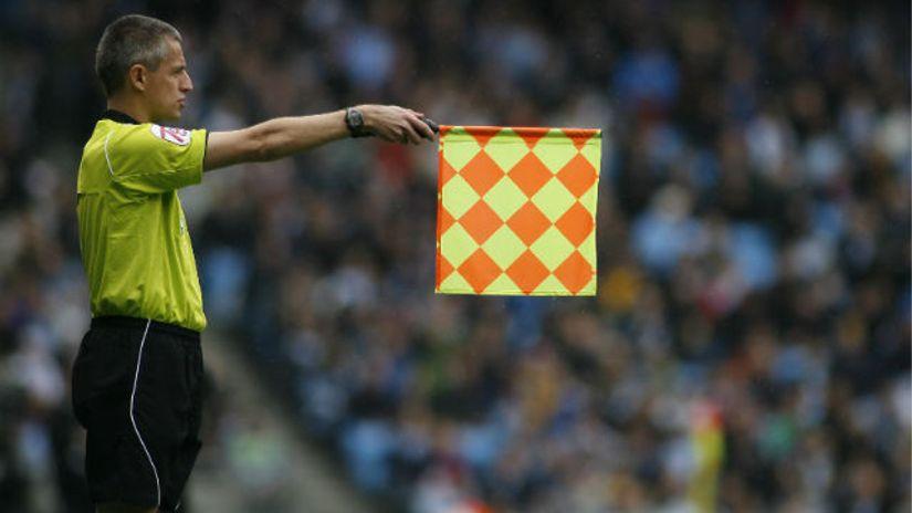 Револуција во фудбалот: Офсајд од 10 сантиметри нема да биде офсајд!?
