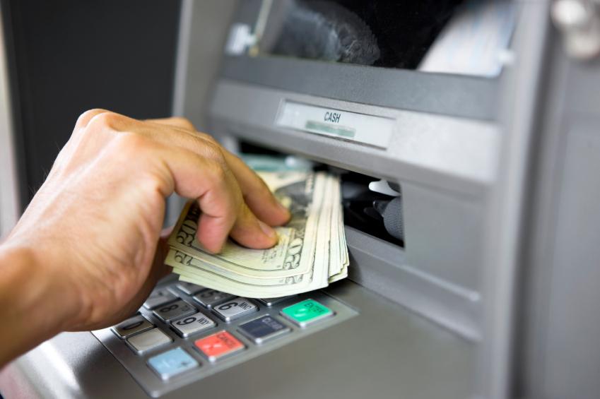 На банкомат открила дека е милијардер