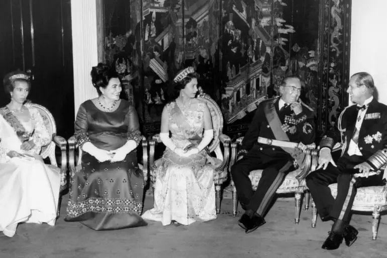 ВРЕМЕПЛОВ: Тито и Јованка ги пречекаа кралицата Елизабета и принцот Филип (видео)