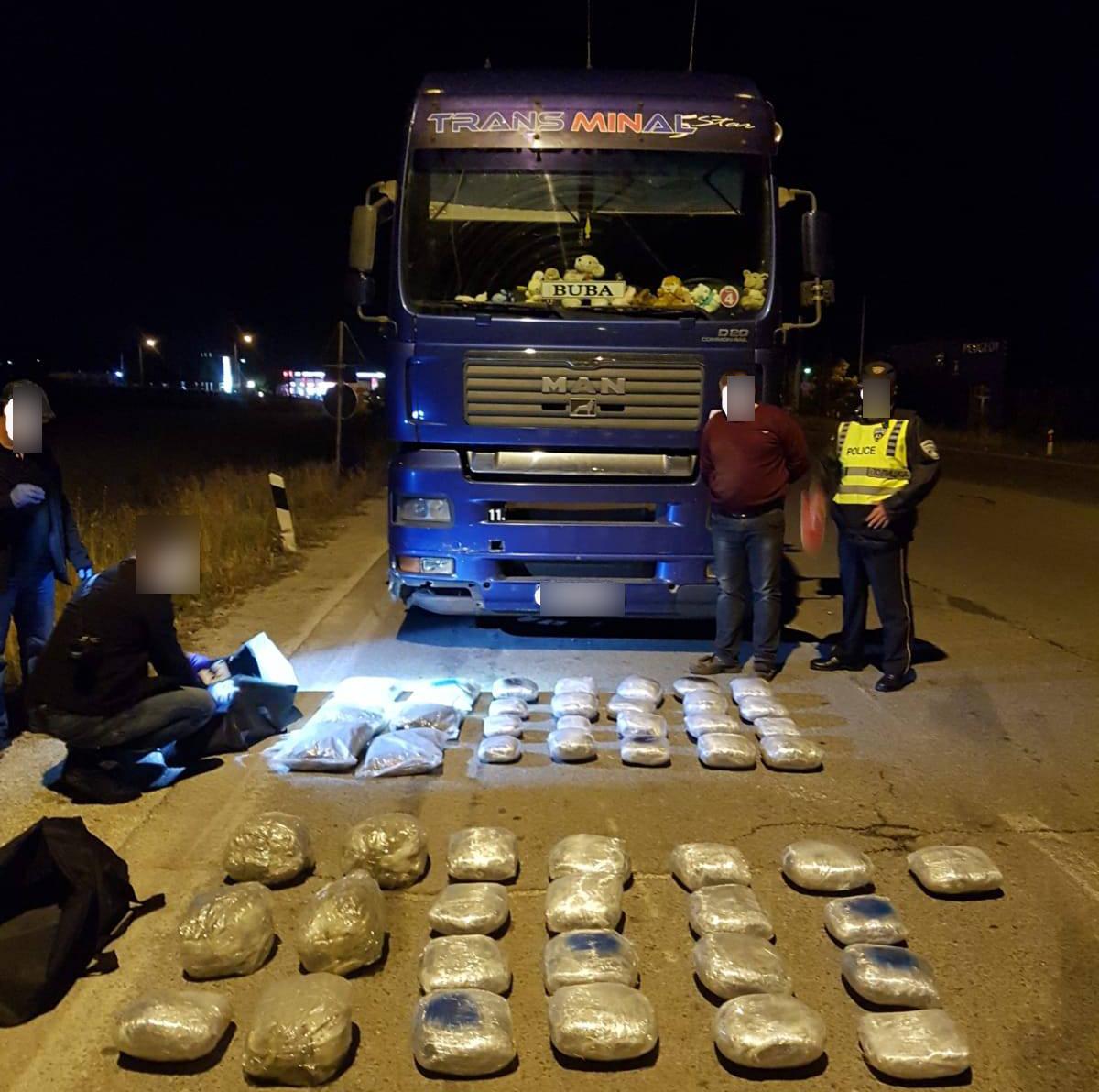 Запленета дрога вредна околу 200.000 евра, прекинат меѓународен канал за транспорт на дрога (ВИДЕО)